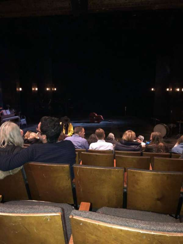 The Anspacher Theater at the Public Theater, vak: Orch, rij: J, stoel: 7