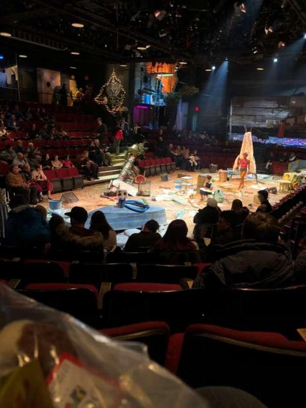 Circle in the Square Theatre, vak: Orch, rij: F, stoel: 124
