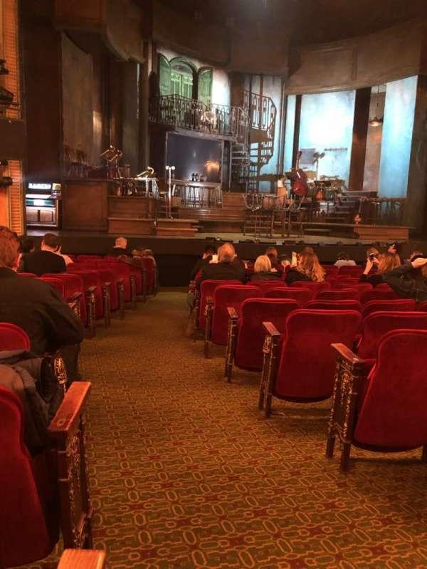 Walter Kerr Theatre, vak: Orch, rij: P, stoel: 1