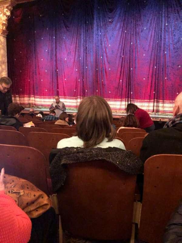 Booth Theatre, vak: Orch, rij: J, stoel: 118