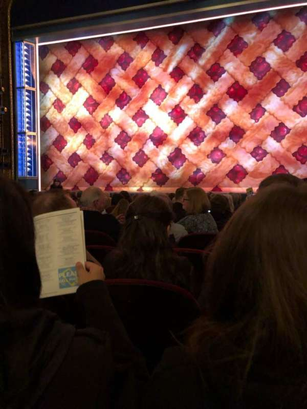 Brooks Atkinson Theatre, vak: Orch, rij: K, stoel: 113