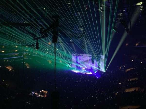 Staples Center, vak: 305, rij: 2, stoel: 10