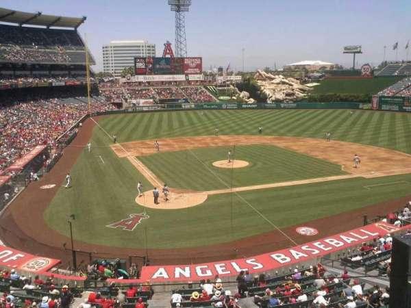 Angel Stadium, vak: autry, rij: box, stoel: 12