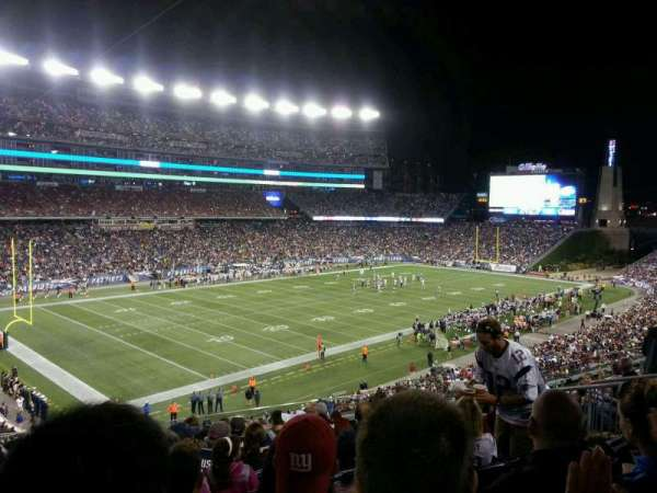 Gillette Stadium, vak: 215, rij: 14, stoel: 12