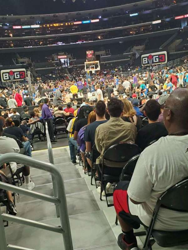 Staples Center, vak: 116, rij: 3 , stoel: 9