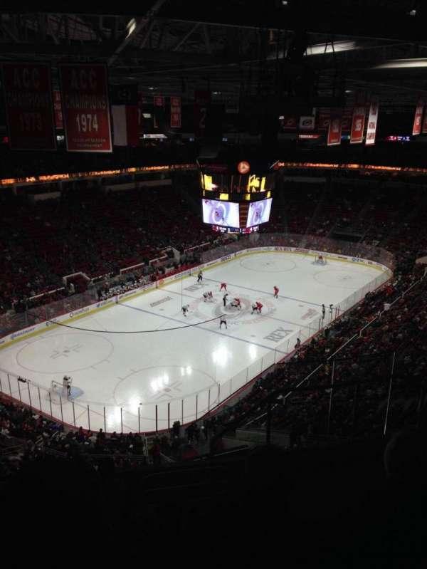 PNC Arena, vak: 330, rij: G, stoel: 4