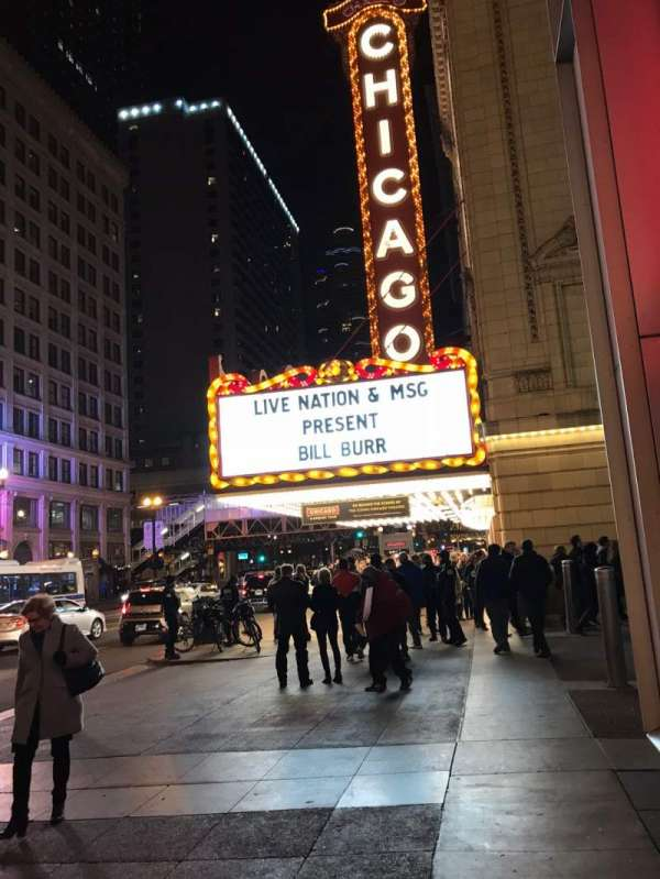 Chicago Theatre, vak: Outside