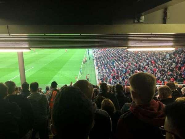Anfield, vak: 122, rij: 34, stoel: 24