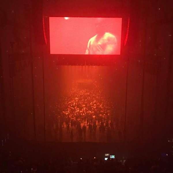 T-Mobile Arena, vak: 101, rij: A, stoel: 8