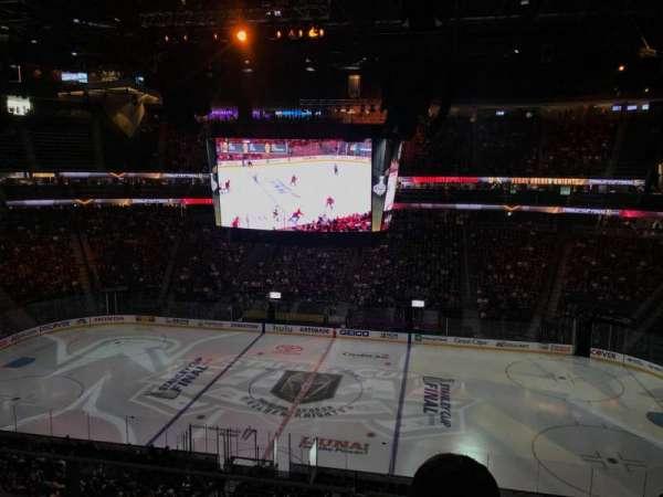 T-Mobile Arena, vak: 220, rij: J, stoel: 14