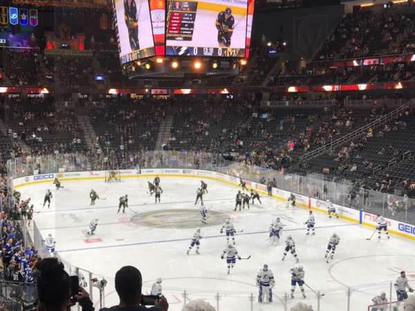 T-Mobile Arena, vak: 9, rij: W, stoel: 26