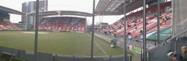 Stadion Galgenwaard, vak: vak-v, rij: 22, stoel: 24