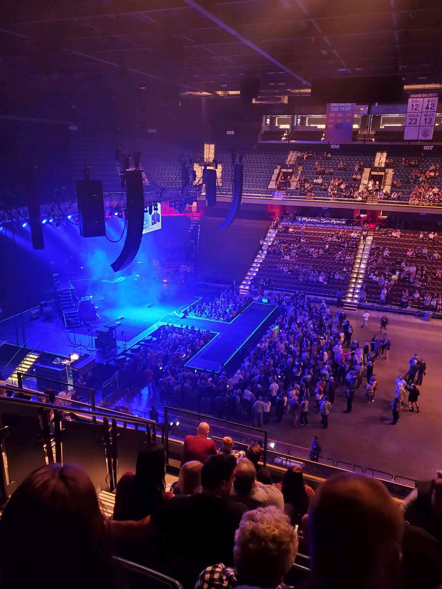 Mohegan Sun Arena Vak 117 Rij j Stoel 15