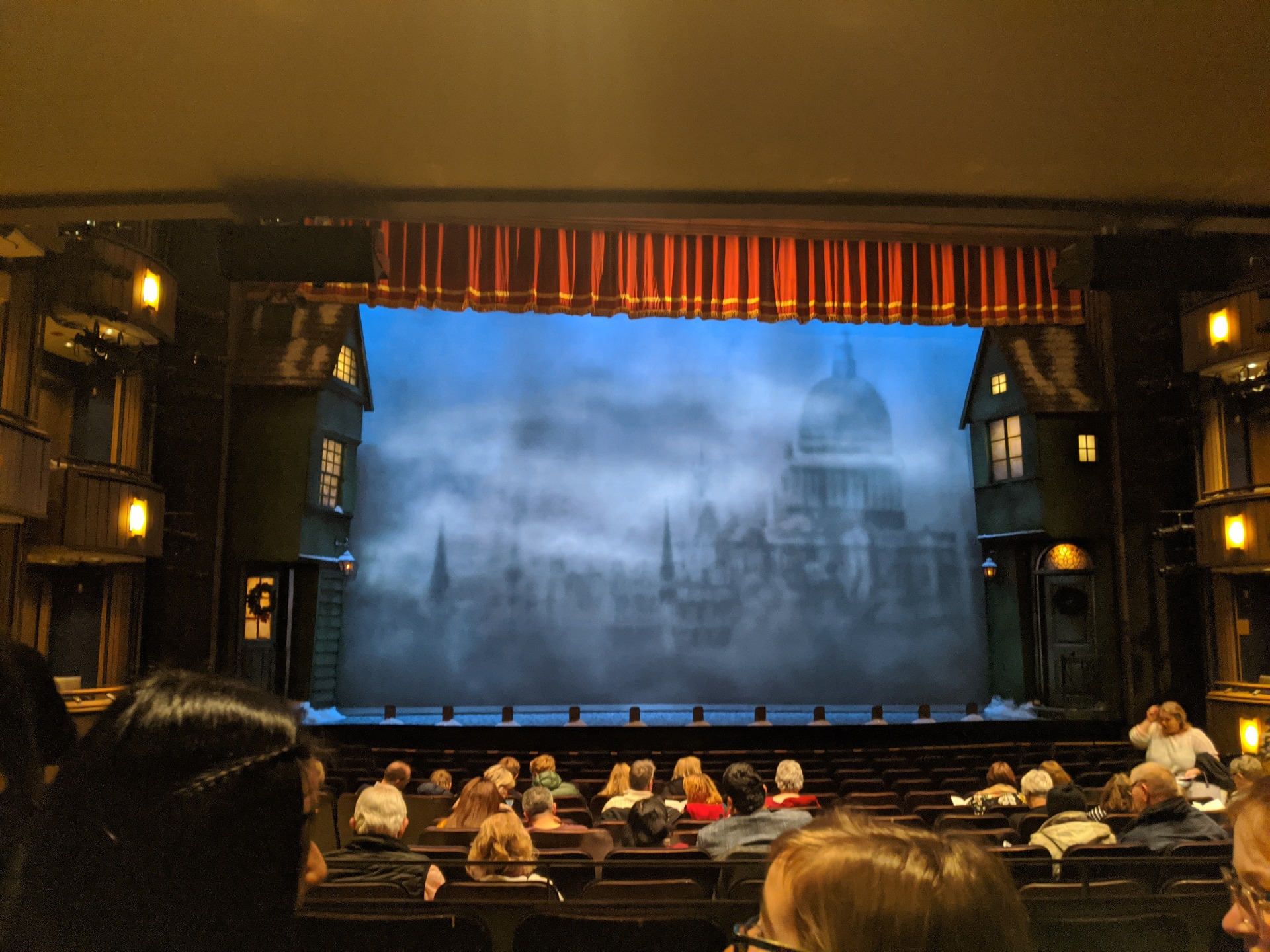 Goodman Theatre - Albert Theatre Vak Aisle 3 Rij P Stoel 23