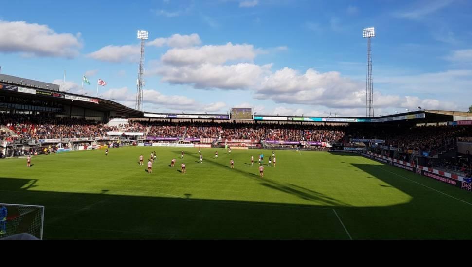 Sparta Stadion,  Vak <strong>Tribune Est</strong>, Rij <strong>11</strong>, Stoel <strong>108</strong>