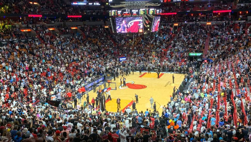 American Airlines Arena,  Vak <strong>East L 8</strong>, Rij <strong>K</strong>, Stoel <strong>153</strong>