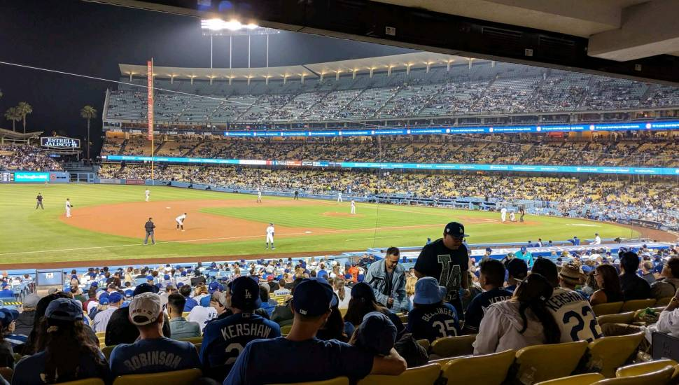 Dodger Stadium,  Vak <strong>203</strong>, Rij <strong>5</strong>, Stoel <strong>2</strong>