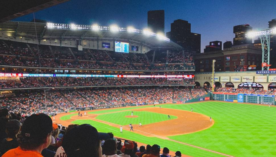 Minute Maid Park,  Vak <strong>Center Orchestra A-L</strong>, Rij <strong>B</strong>, Stoel <strong>105</strong>