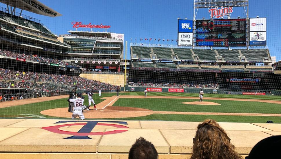 Target Field,  Vak <strong>143LG</strong>, Rij <strong>N</strong>, Stoel <strong>8</strong>