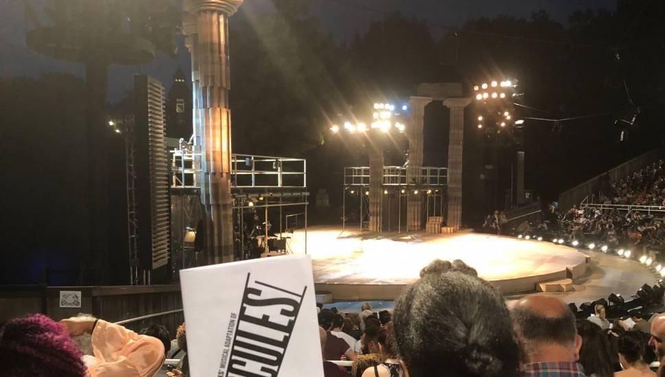 The Delacorte Theater in Central Park,  Vak <strong>4</strong>, Rij <strong>13</strong>, Stoel <strong>23</strong>