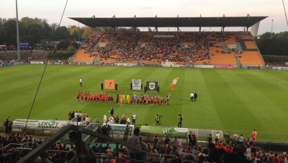 Stade Francis Le Basser,  Vak <strong>Tribune Est</strong>, Rij <strong>11</strong>, Stoel <strong>108</strong>