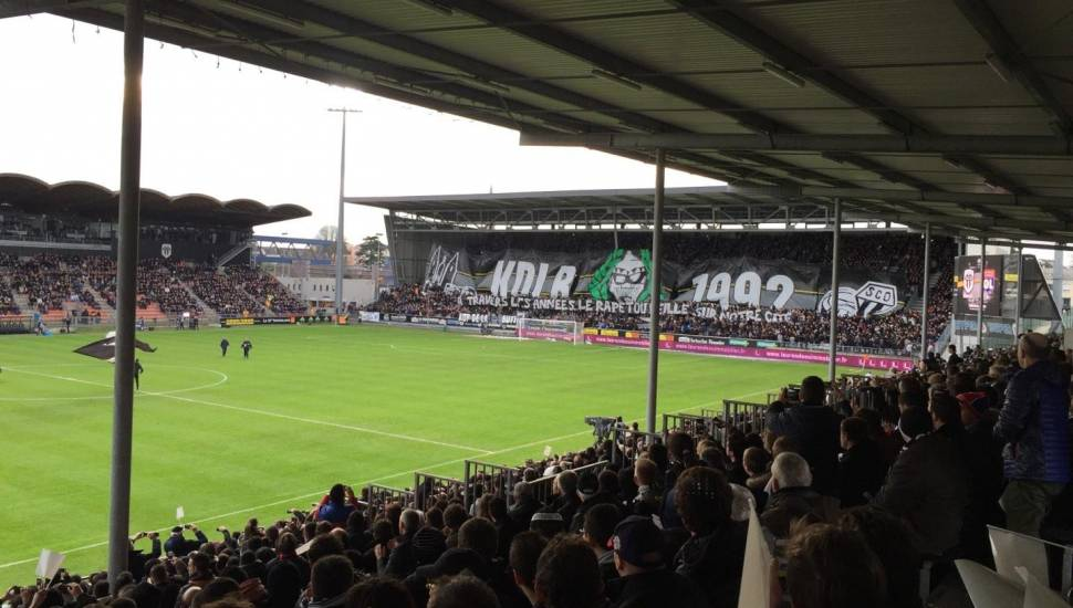 Stade Raymond Kopa,  Vak <strong>Tribune Est</strong>, Rij <strong>11</strong>, Stoel <strong>108</strong>