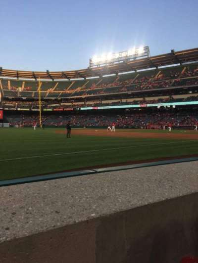 Angel Stadium, vak: F108, rij: A, stoel: 3