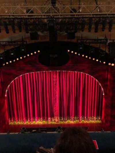 Shubert Theatre, vak: Balcony center, rij: B, stoel: 107