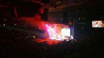 Madison Square Garden, vak: 208, rij: 1, stoel: 8