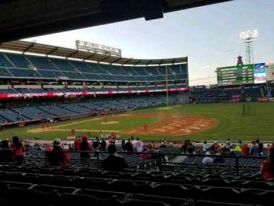 Angel Stadium, vak: T225, rij: F, stoel: 9