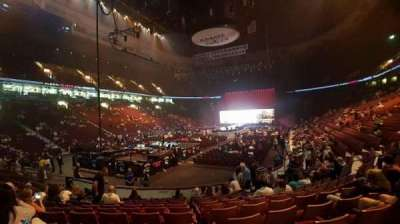 Rogers Arena, vak: 111, rij: 11, stoel: 16