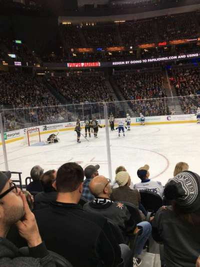 T-Mobile Arena, vak: 4, rij: B, stoel: 5