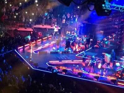 Madison Square Garden, vak: 211, rij: 1, stoel: 22