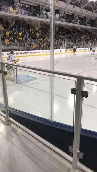 Yost Ice Arena, vak: 13, rij: 2, stoel: 1