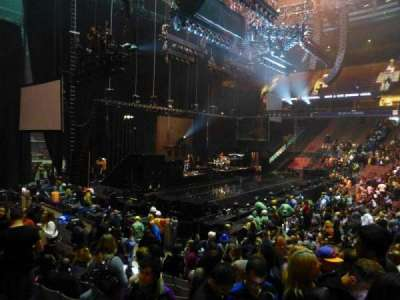 Rogers Arena, vak: 114, rij: 11, stoel: 102