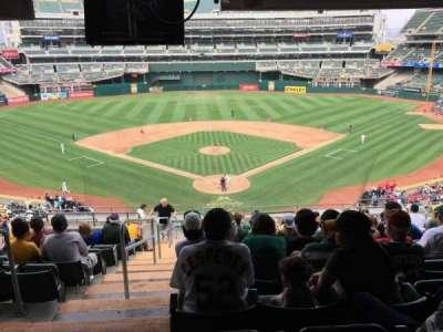 Oakland Alameda Coliseum, vak: 217, rij: 17, stoel: 12