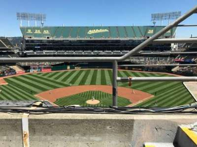 Oakland Alameda Coliseum, vak: 317, rij: 1, stoel: 2