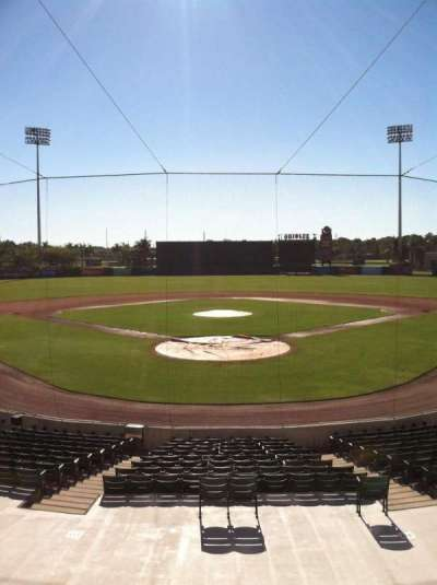 Ed Smith Stadium, vak: 213, rij: 8, stoel: 9