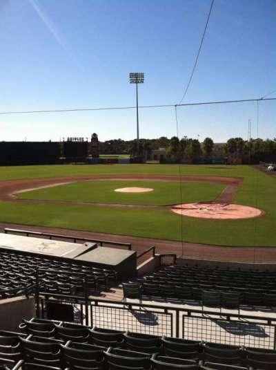 Ed Smith Stadium, vak: 215, rij: 7, stoel: 9