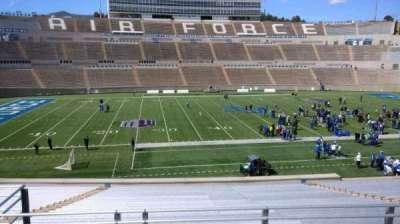 Falcon Stadium, vak: M23, rij: S, stoel: 15
