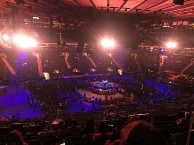 Madison Square Garden, vak: 209, rij: 8, stoel: 13