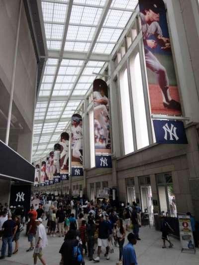 Yankee Stadium, vak: Outside