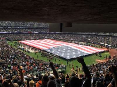 Oakland Alameda Coliseum, vak: 233, rij: 16, stoel: 23