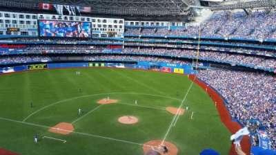 Rogers Centre, vak: 526R, rij: 3, stoel: 1