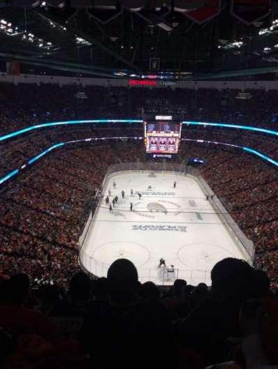 Honda Center, vak: 401, rij: T, stoel: 8