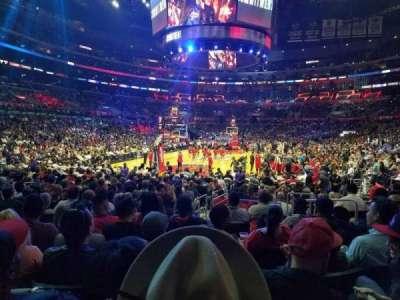Staples Center, vak: 106, rij: 9, stoel: 6