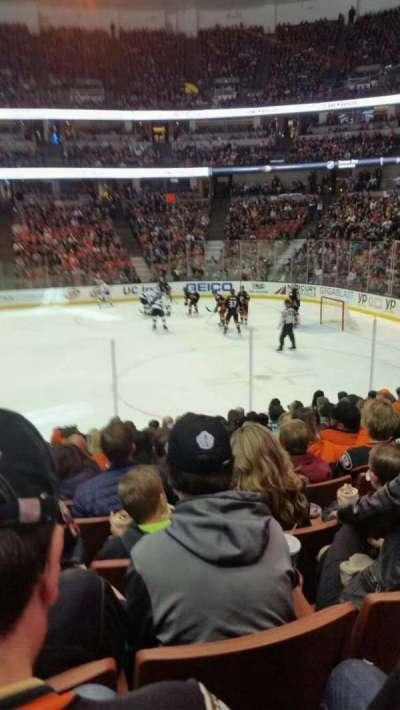 Honda Center, vak: 220, rij: m, stoel: 14