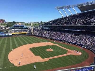 Kauffman Stadium, vak: 409, rij: C, stoel: 12