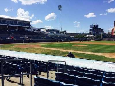 The Ballpark at Harbor Yard, vak: 13, rij: I, stoel: 1