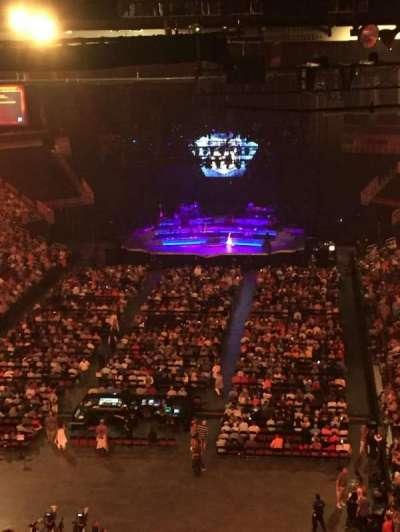Intrust Bank Arena, vak: 208, rij: S, stoel: 26
